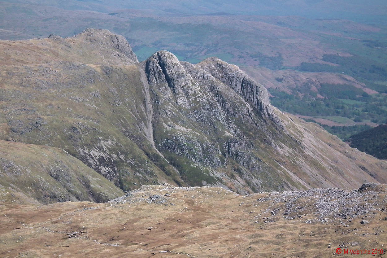 34 - Langdale Pikes from Great End summit area.jpg