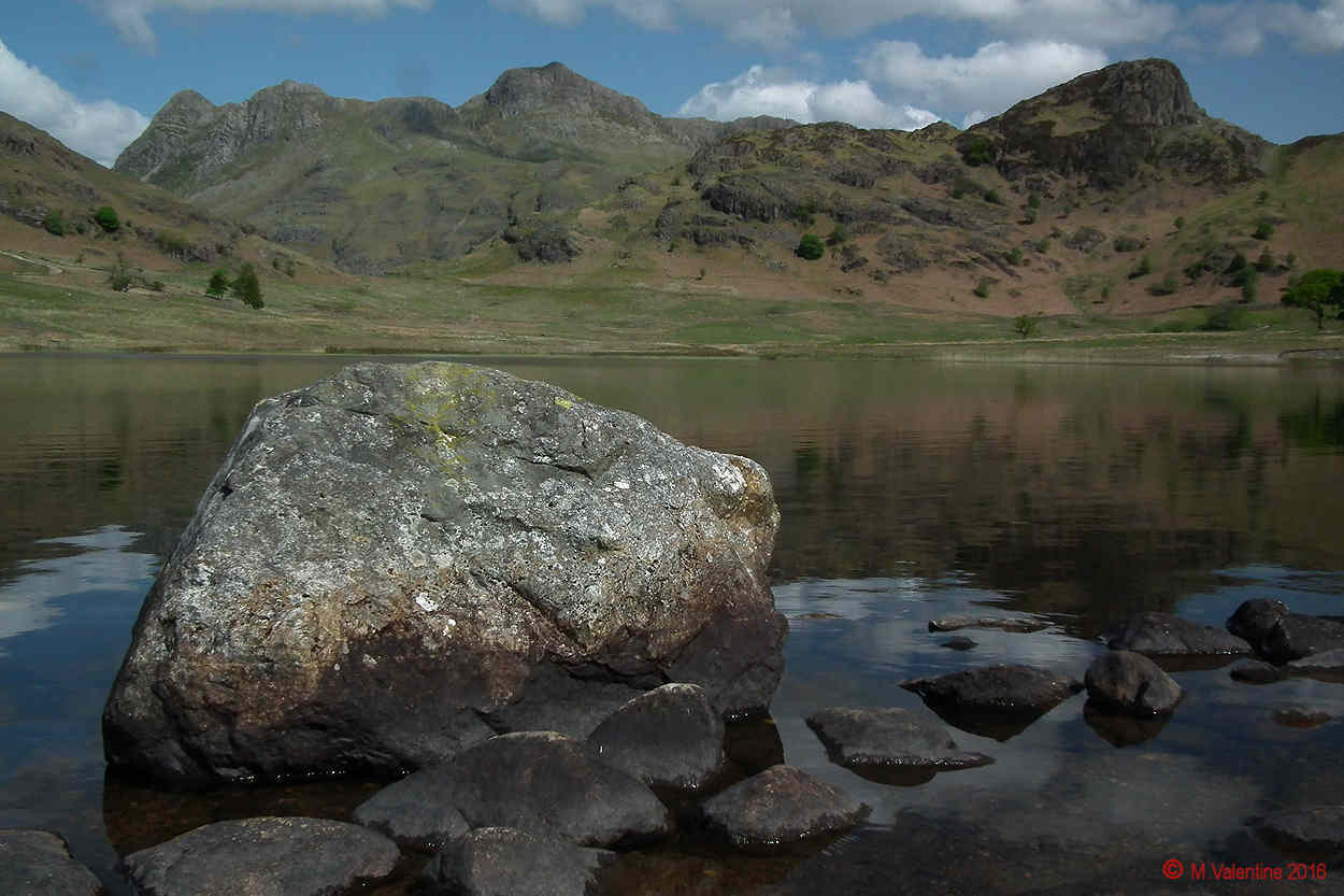 08 - Langdale Pikes and Side Pike, across Blea Tarn (2).jpg