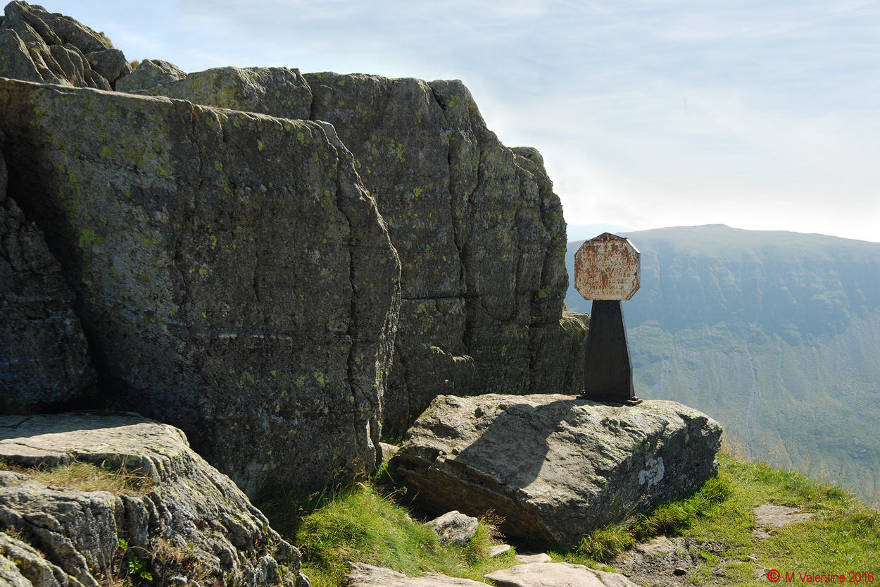 09 The Dixon Memorial on Striding Edge.jpg