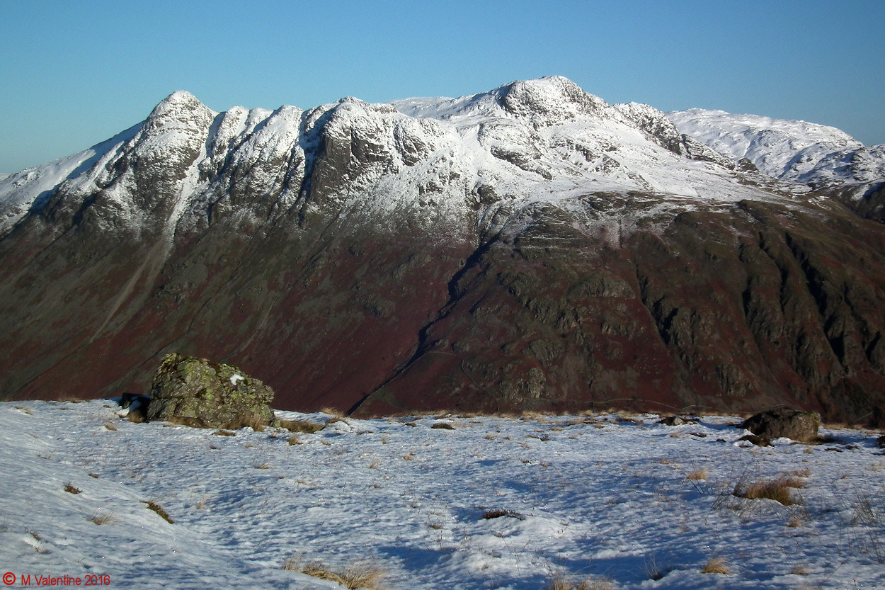 02 Langdale Pikes from flanks of Pike of Blisco.jpg