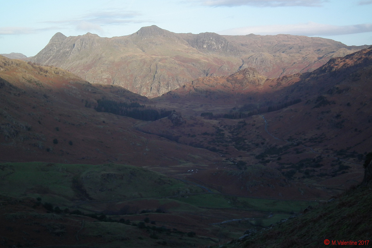 02 Langdale Pikes from flanks of Great Intake.jpg