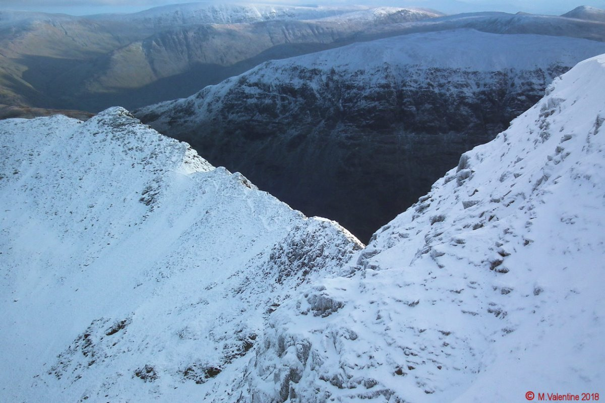 27 Striding Edge from Helvellyn summit plateau.jpg
