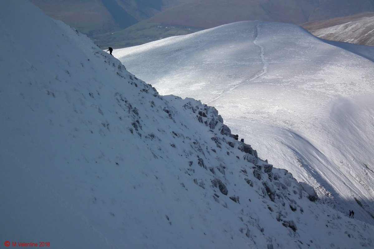 29 Swirral Edge from Helvellyn summit plateau.jpg